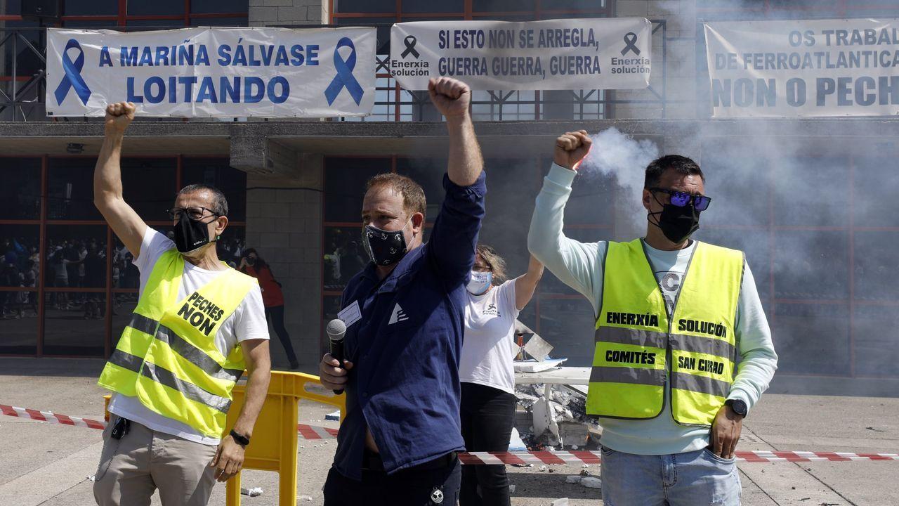 Manifestación de los trabajadores de la planta de Servia en Porto do Son.Coche eléctrico