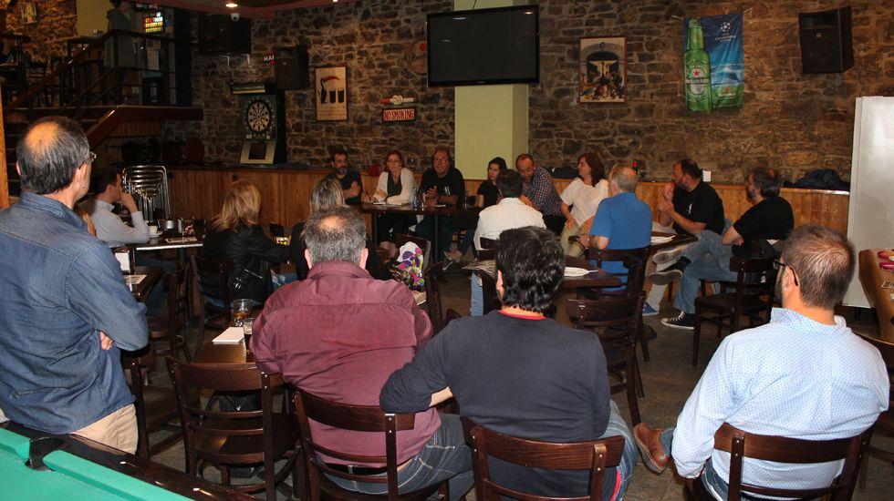 Un momento del encuentro del grupo municipal de XsP en El Cafetal