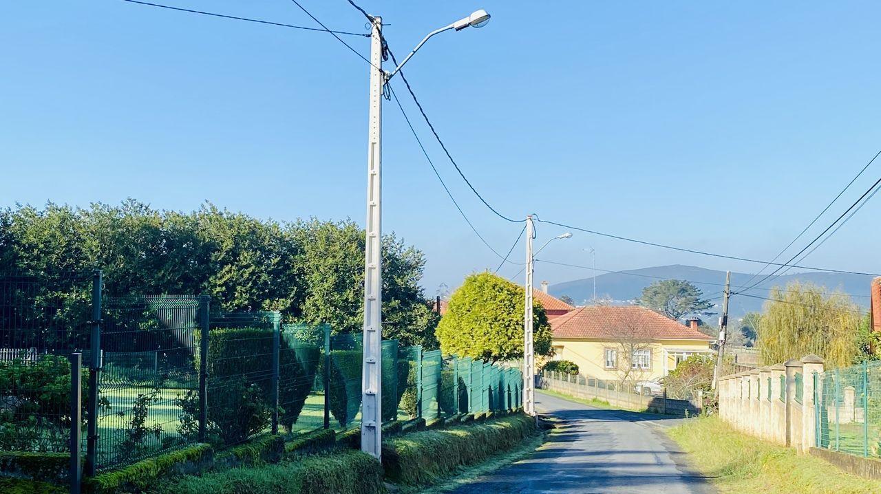 Operación policial en Vigo contra el tráfico de drogas.El nuevo vial de acceso a Monte Porreiro ya tiene una capa de asfalto
