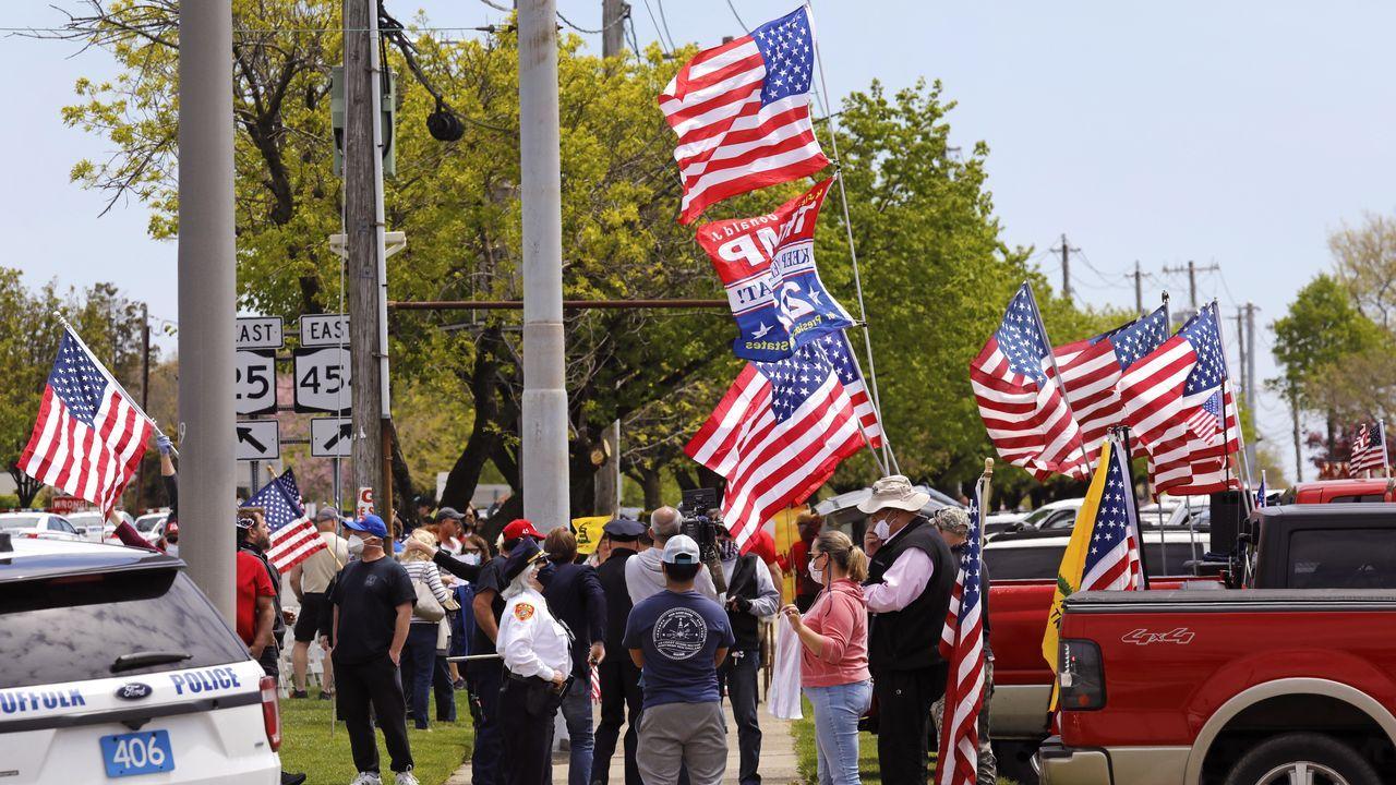 Concentración, ayer en Long island, de ciudadanos a favor de la reapertura de negocios, en el llamado Rally de Commack