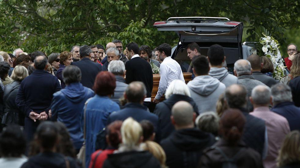 Defensora del Pueblo y Xunta piden que se revisen ya las visitas de padres.Imagen de un nube de contaminación en Gijón