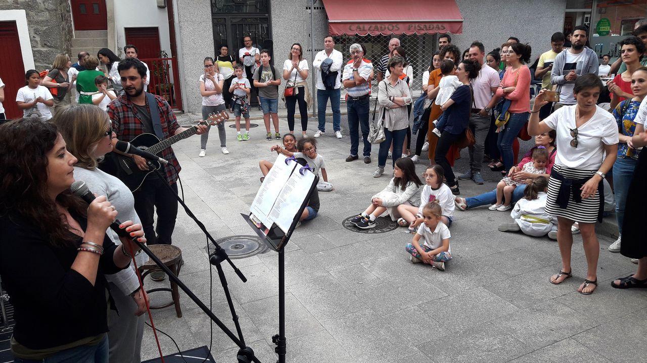 Un recorrido en imágenes por el camino de Cibrisqueiros a San Cosmede.Un momento do concerto celebrado onte na rúa da Paz