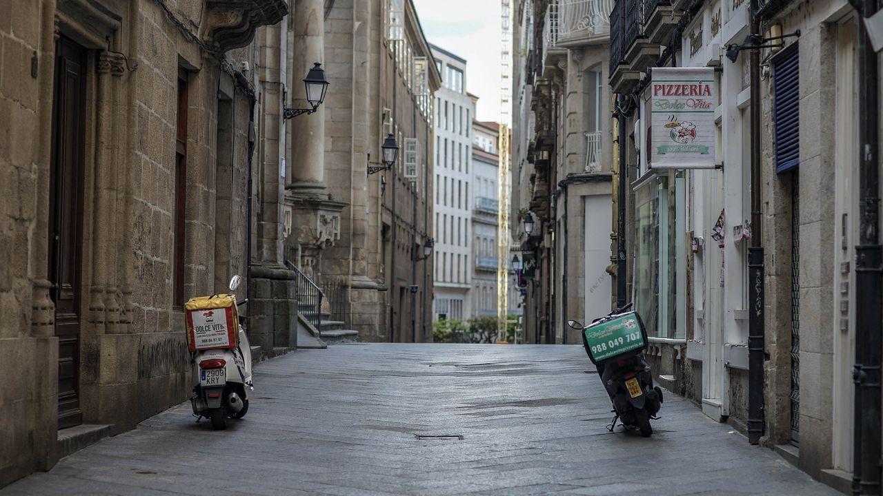 Vuelve la actividad a la «raia».Calle Lamas Carvajal, en Ourense