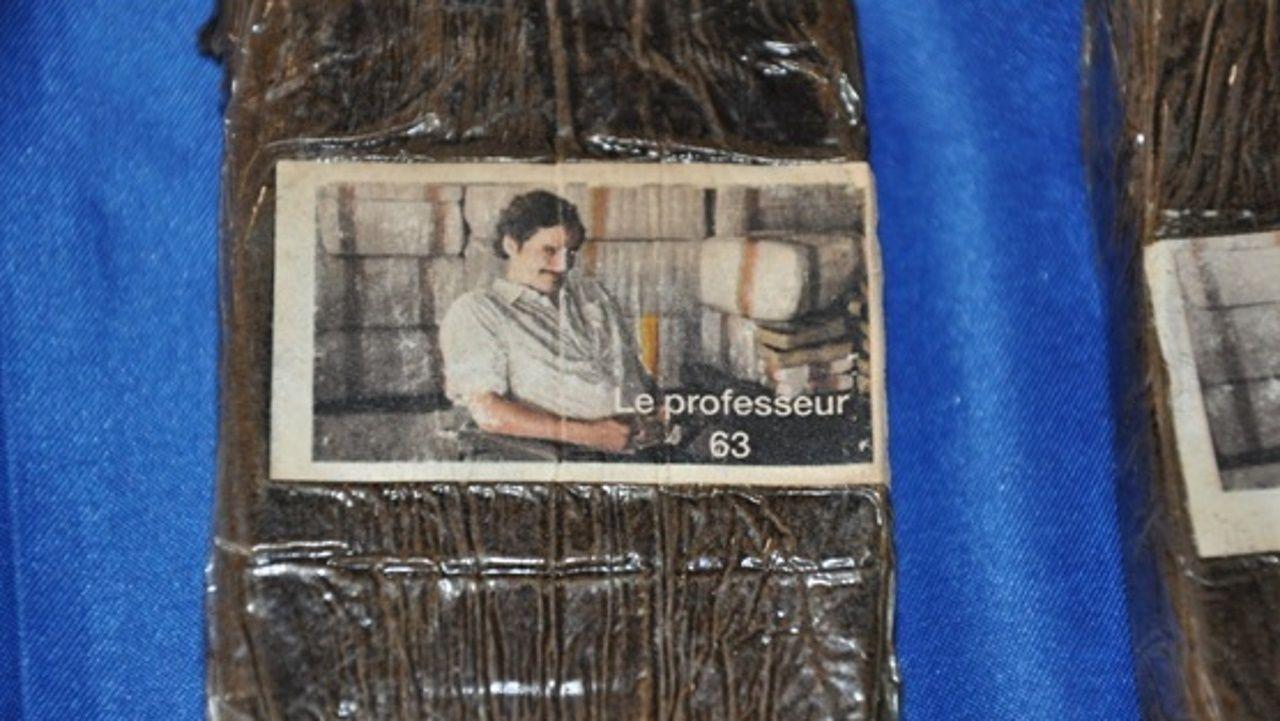 En los paquetes de hachís aparece una imagen de Pablo Escobar en la serie «Narcos»