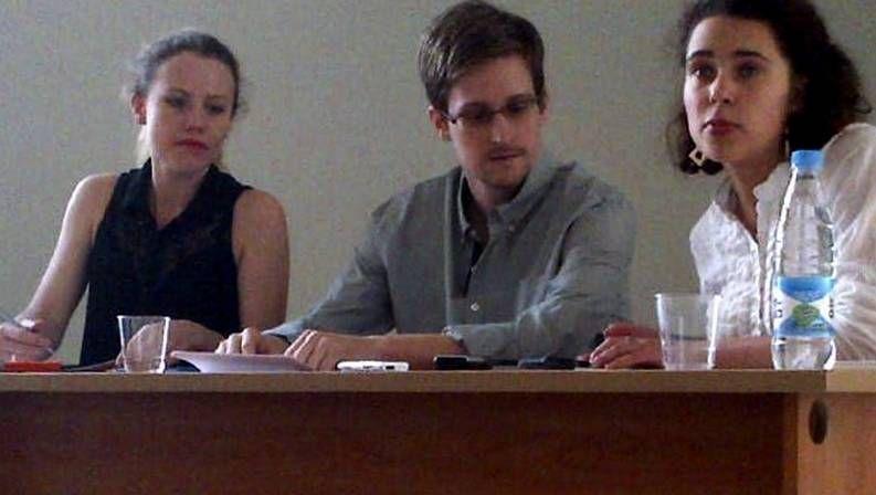 Edward Snowden en la zona de tránsito del aeropuerto de Moscú