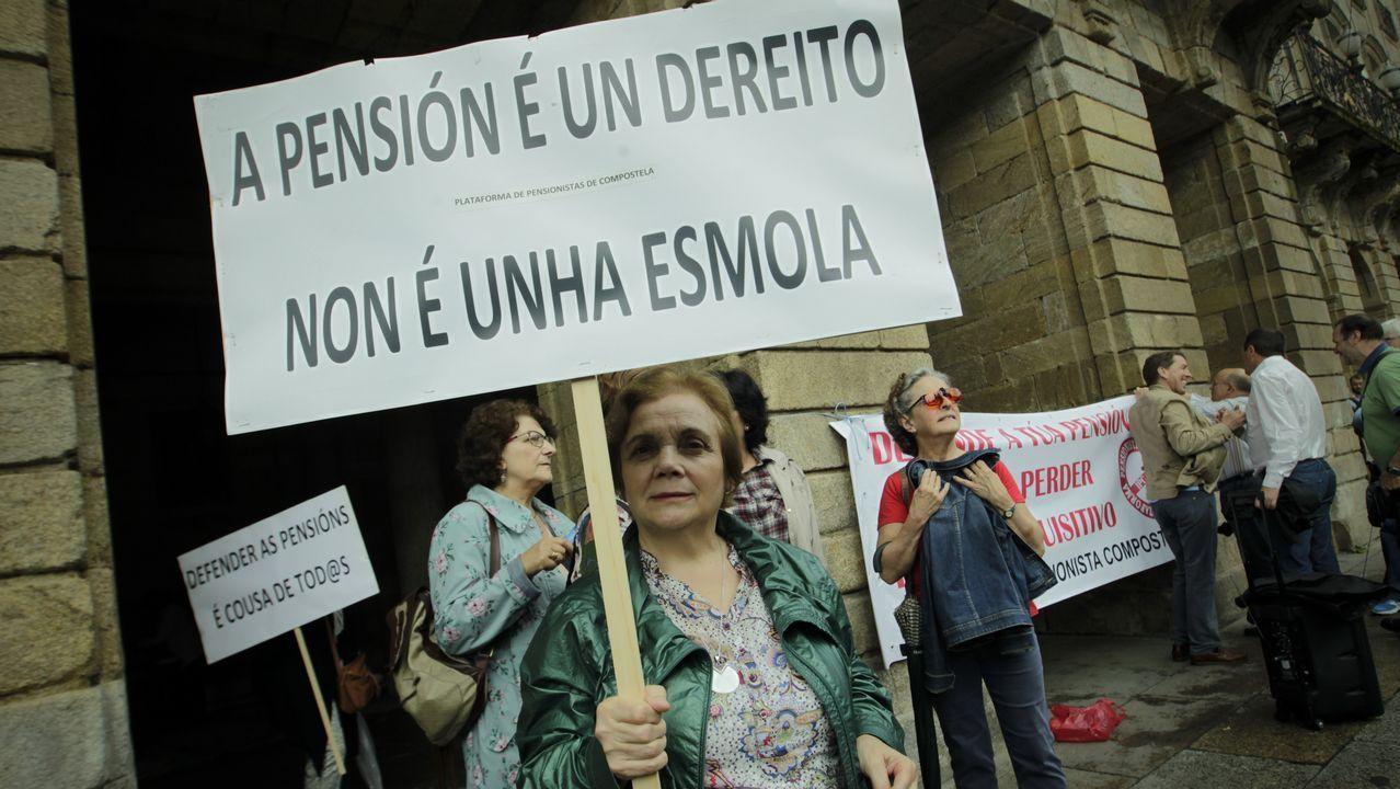 Concentración organizada por las federaciones de pensionistas y jubilados de CCOO y UGT de Asturias, hoy en las principales calles de Oviedo, dentro de la convocatoria realizada en todo el país por la Coordinadora Estatal por la Defensa del Sistema Público de Pensiones.
