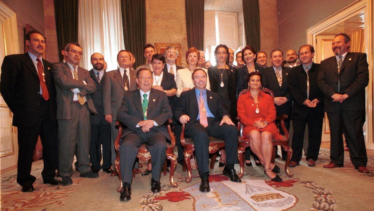 Pelamios, en imágenes.La nueva corporación municipal de Santiago tomó posesión en julio de 1999, con Xosé Sánchez Bugallo como alcalde