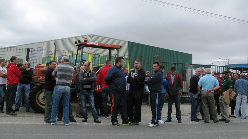 Piquetes en la empresa Lácteos Pérez en Santa Comba