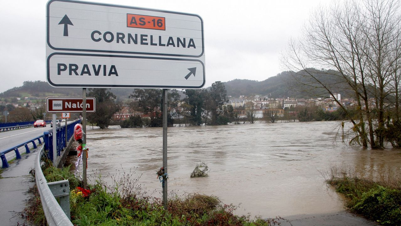 Estado que presenta uno de los principales accesos a Pravia por el desbordamiento del río Nalón como consecuenica de las intensas lluvias caidas