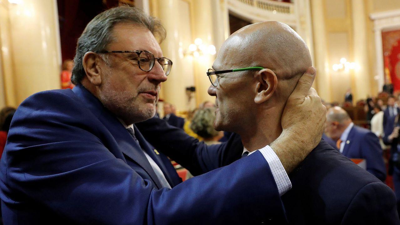 Romeba saluda al senador de PDeCAT, Josep Lluís Cleries
