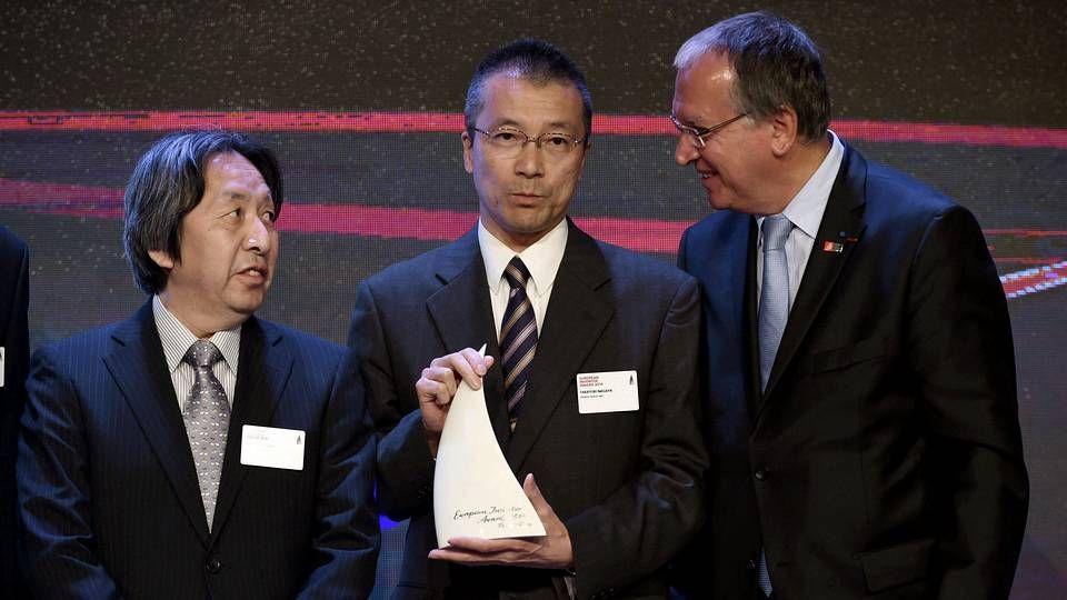 Las imágenes del Italia-Costa Rica.Los ingenieros japoneses, Masahiro Hara (i) y Takayuki Nagaya (c), inventores del código QR