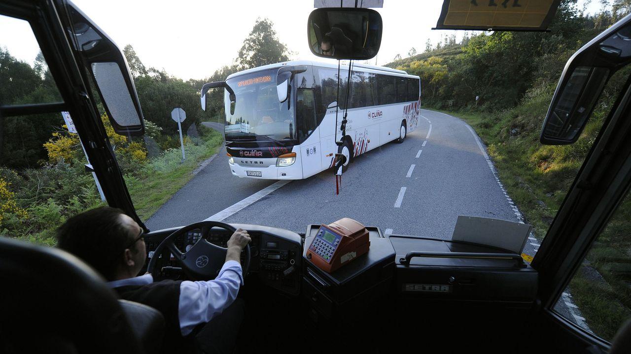 Línea de autobús compartido entre escolares y adultos en la provincia de Pontevedra