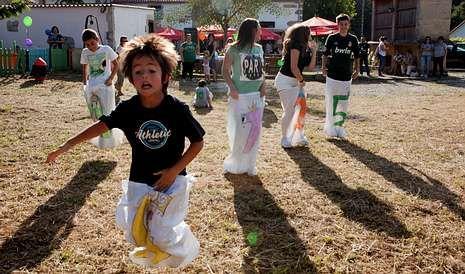 Los niños fueron los que más disfrutaron con las actividades de la jornada solidaria. <span lang= es-es >fotos</span><span lang= es-es > merce ares</span>
