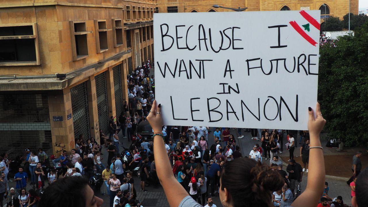 Miles de personas se manifestaron el domingo en Beirut