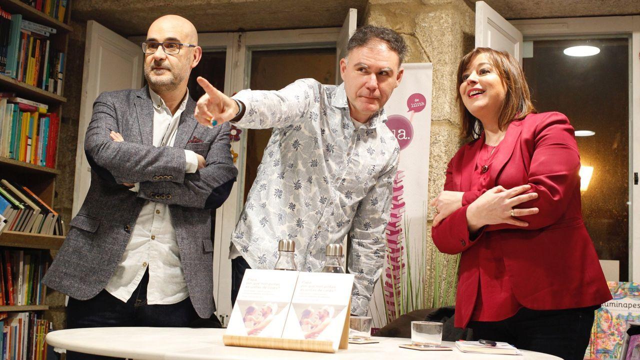 Centenares de personas para participar en la versión asturiana de «Un violador en el camino».Representación de «Un violador nel to camín», en Gijón