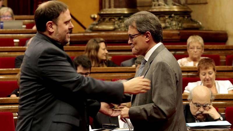 ERC se ofrece para entrar en el Gobierno catalán y Mas les da largas