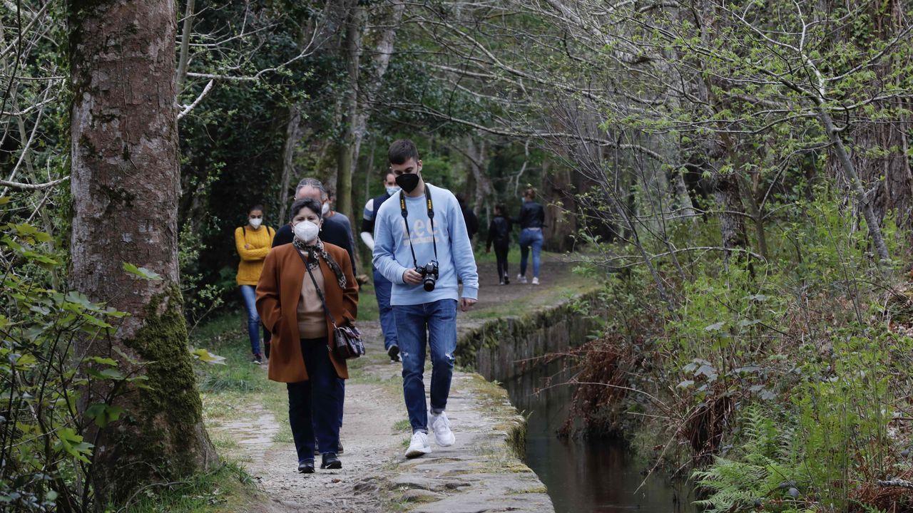 El Paseo dos Namorados, en Cervo, otro de los enclaves naturales de A Mariña que atrajo a mariñanos y visitantes esta Semana Santa