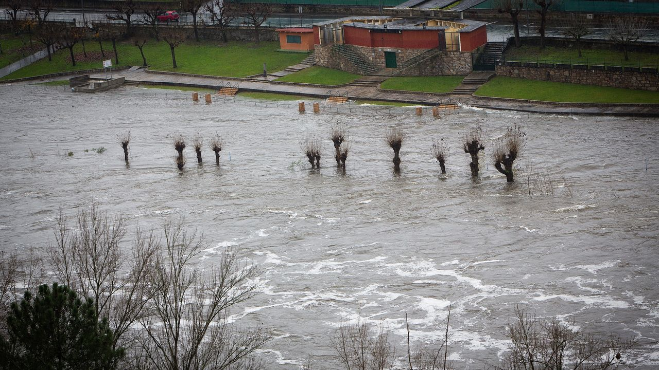 Piscinas de Oira, inundadas (Ourense)