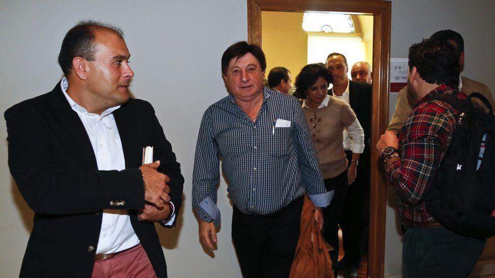Caballero dio por iniciada ayer la campaña de las elecciones generales junto a alcaldes y portavoces del PSOE del área de Vigo.