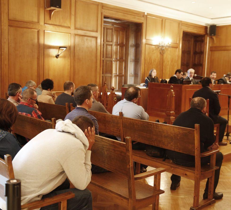 La Fontana de Trevi vuelve estar a disposición de los turistas.La vista oral se reanudó con la  declaración de testigos.
