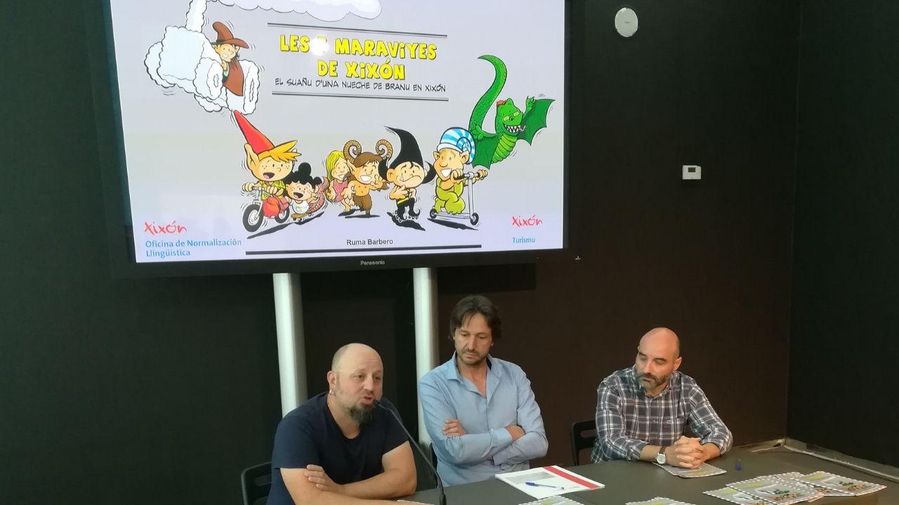 Presentación, hoy en Fidma, de «Les maravilles de Xixón», un cómic de Ruma Barbero (primero por la izquierda)