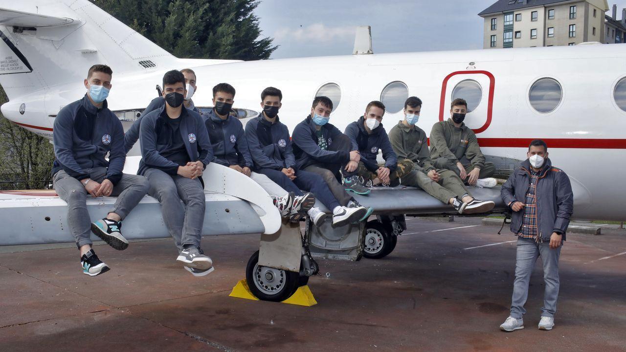 Los alumnos del CIFP de As Mercedes de Lugo montaron el Falcon 20 que les cedió el Ejército del Aire.Miembros de la unidad de buceo de Ferrol en el operativo para desactivar la bomba en Pasajes