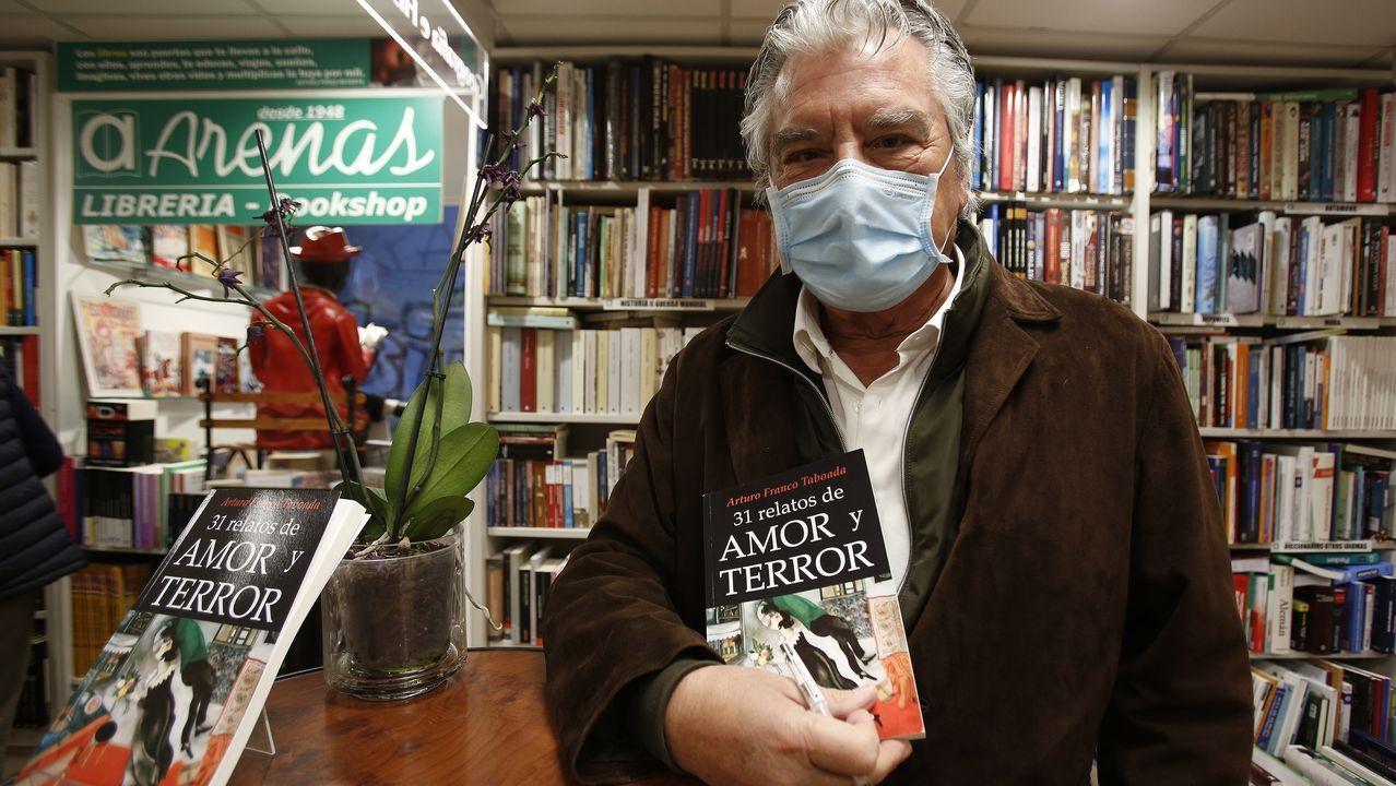La visita de la reina Sofía al Banco de Alimentos.Arturo Franco Taboada firmó ejemplares de tres de sus obras en la libreria Arenas de A Coruña