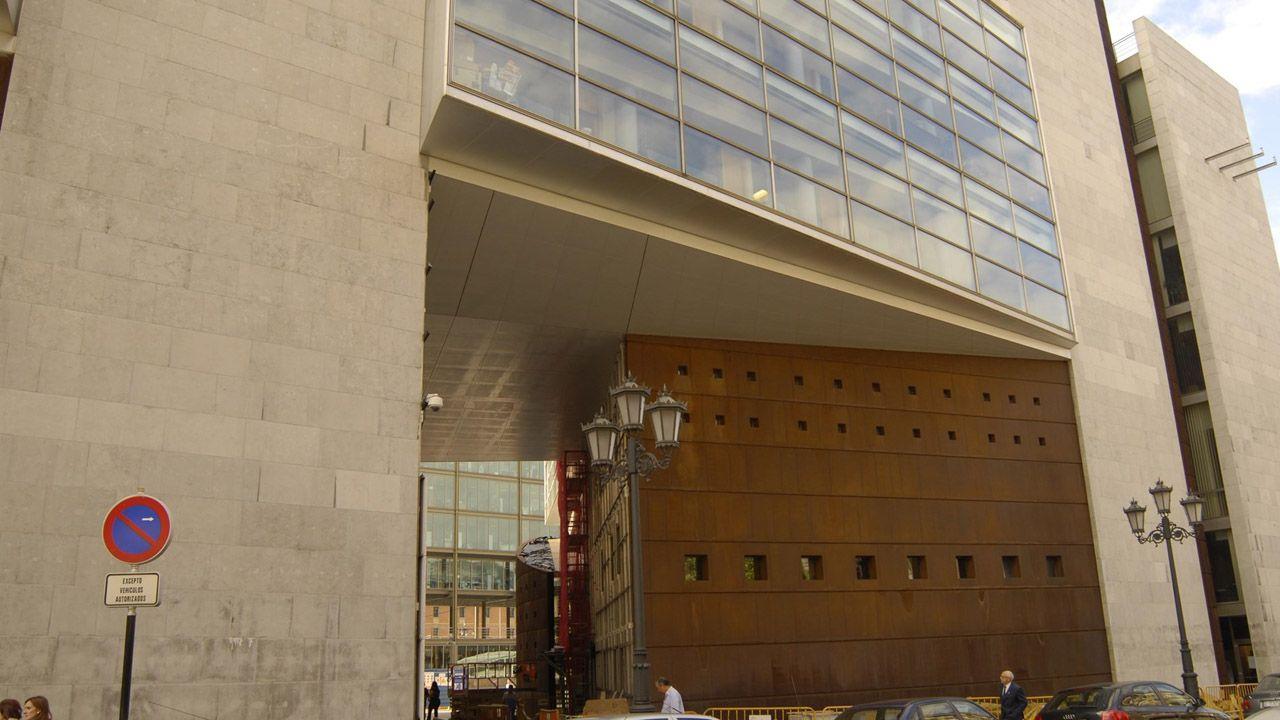La PAH paraliza un desahucio en Oviedo.Juzgados de Oviedo
