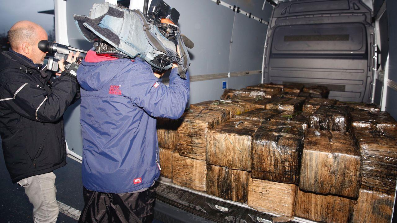Fardos de cocaína incautados en el narcosubmarino que se hundió en la ria de Aldán