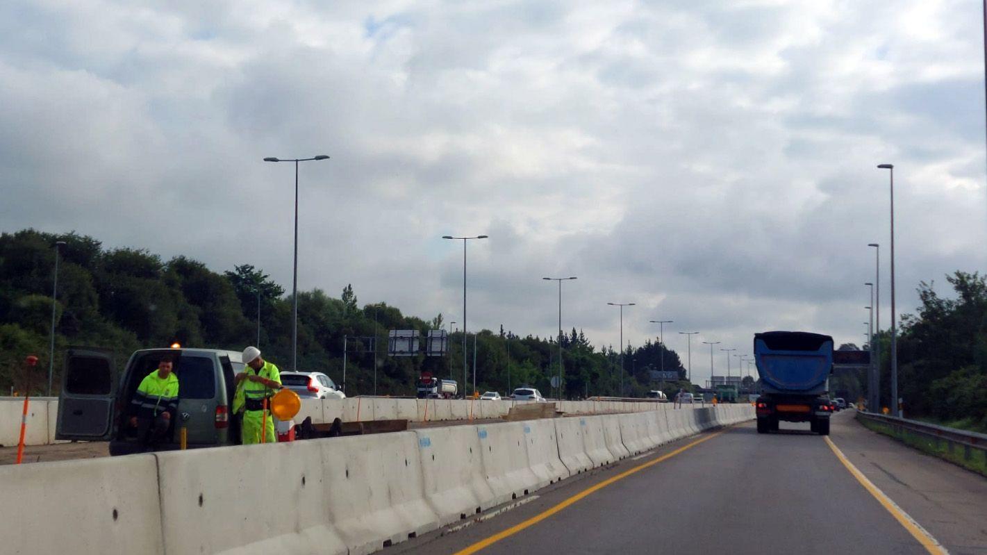 Obras del tercer carril de la autopista Y.