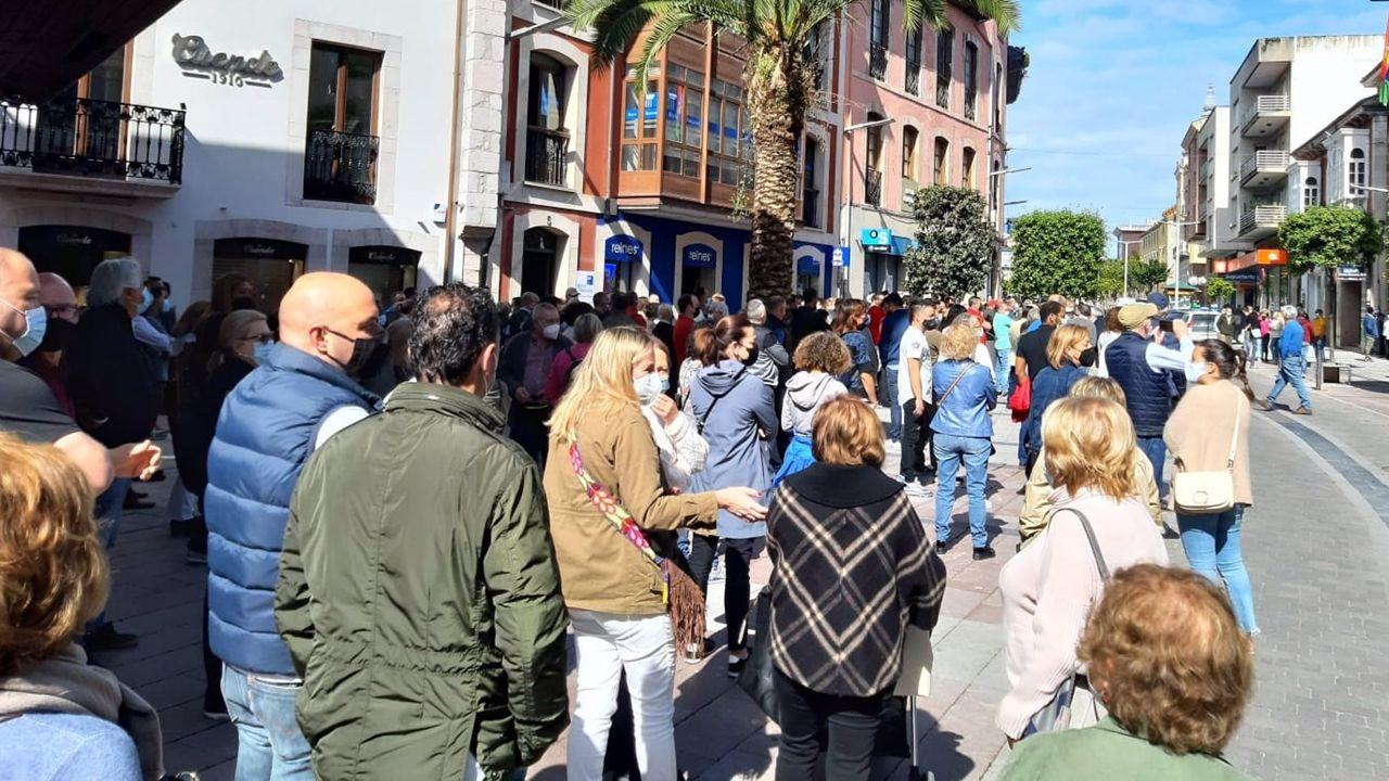 Hosteleros denuncian en Llanes la última resolución del Principado para frenar la pandemia.Ambiente en la zona de vinos de Lugo durante este fin de semana