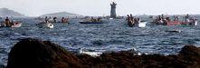 Imagen de embarcaciones participando en la campaña de libre marisqueo en Cabío