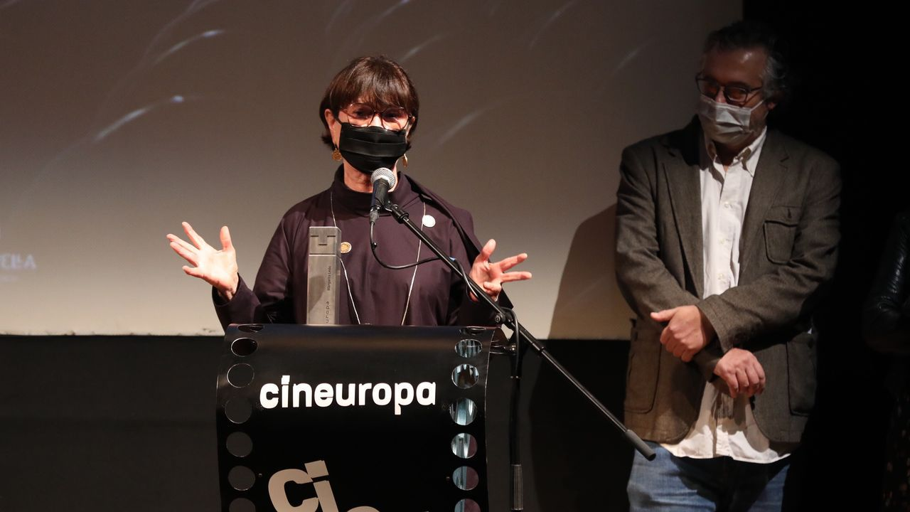 Margarita Ledo agradece o premio en presenza do director de Cineuropa, José Luis Losa