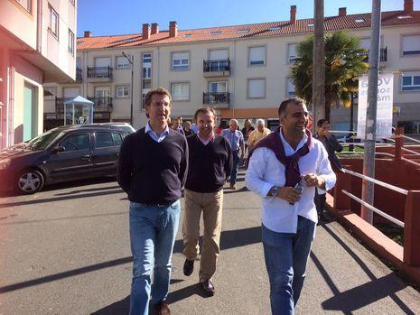 El alcalde de Oza-Cesuras en el pleno de la diputación.Feijoo acompañó en un breve paseo al candidato González Cacheiro