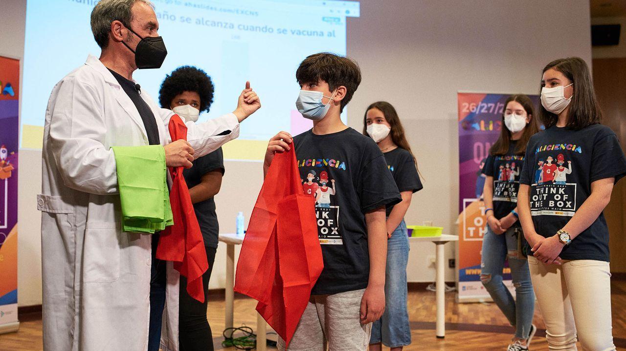 El equipo ourensano Captioma Steams gana la Lego League Galicia.María Teresa Miras Portugal, en O Carballiño
