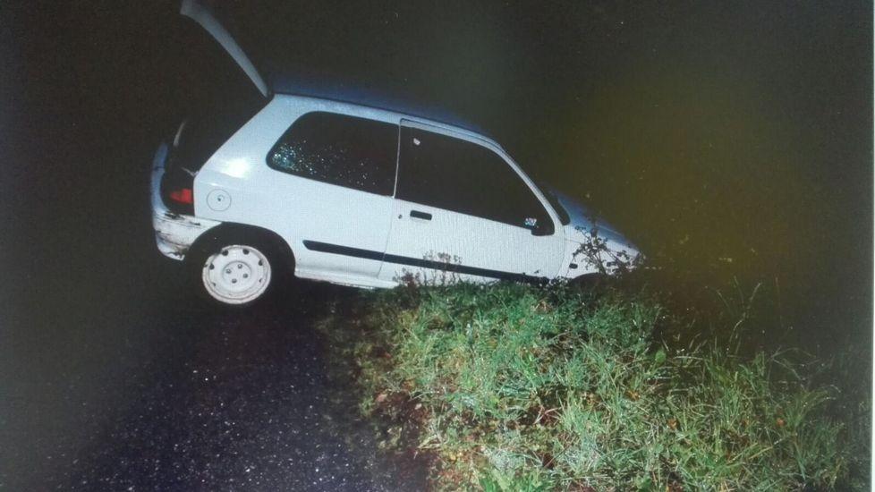 Así quedó la furgoneta en la que huían los tres sospechosos, ninguno de los cuales tenía carné de conducir