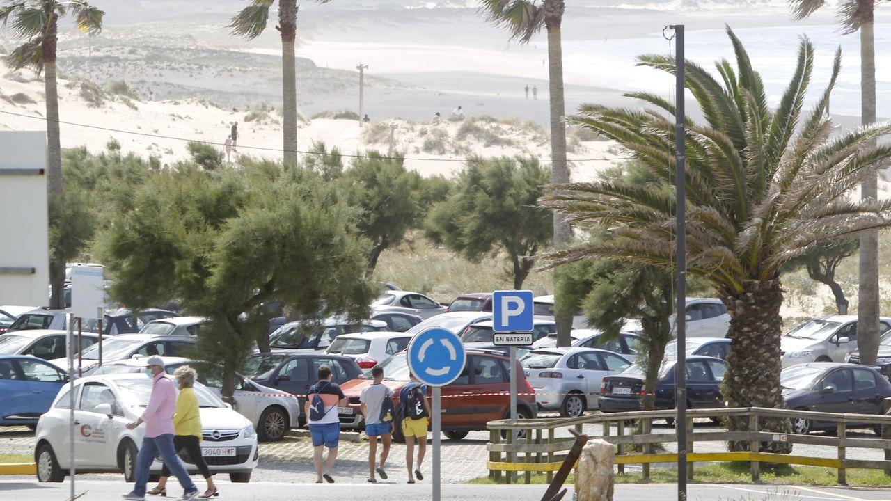 Zona de aparcamientod e la playa de A Frouxeira, en Valdoviño, en una foto de archivo