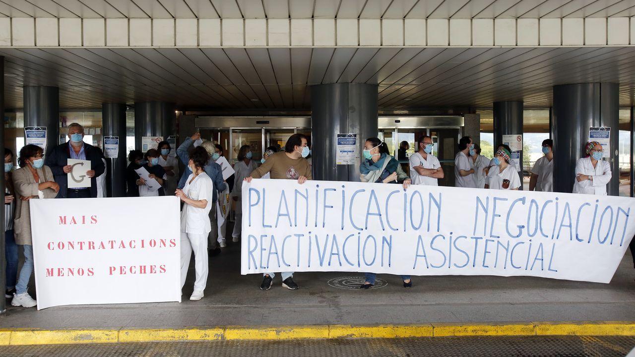 Concentración en el hospital Provincial en defensa de la Sanidad Pública.Simón, ayer, en la rueda de prensa en la que aparece el mapa de España sin datos de Cataluña