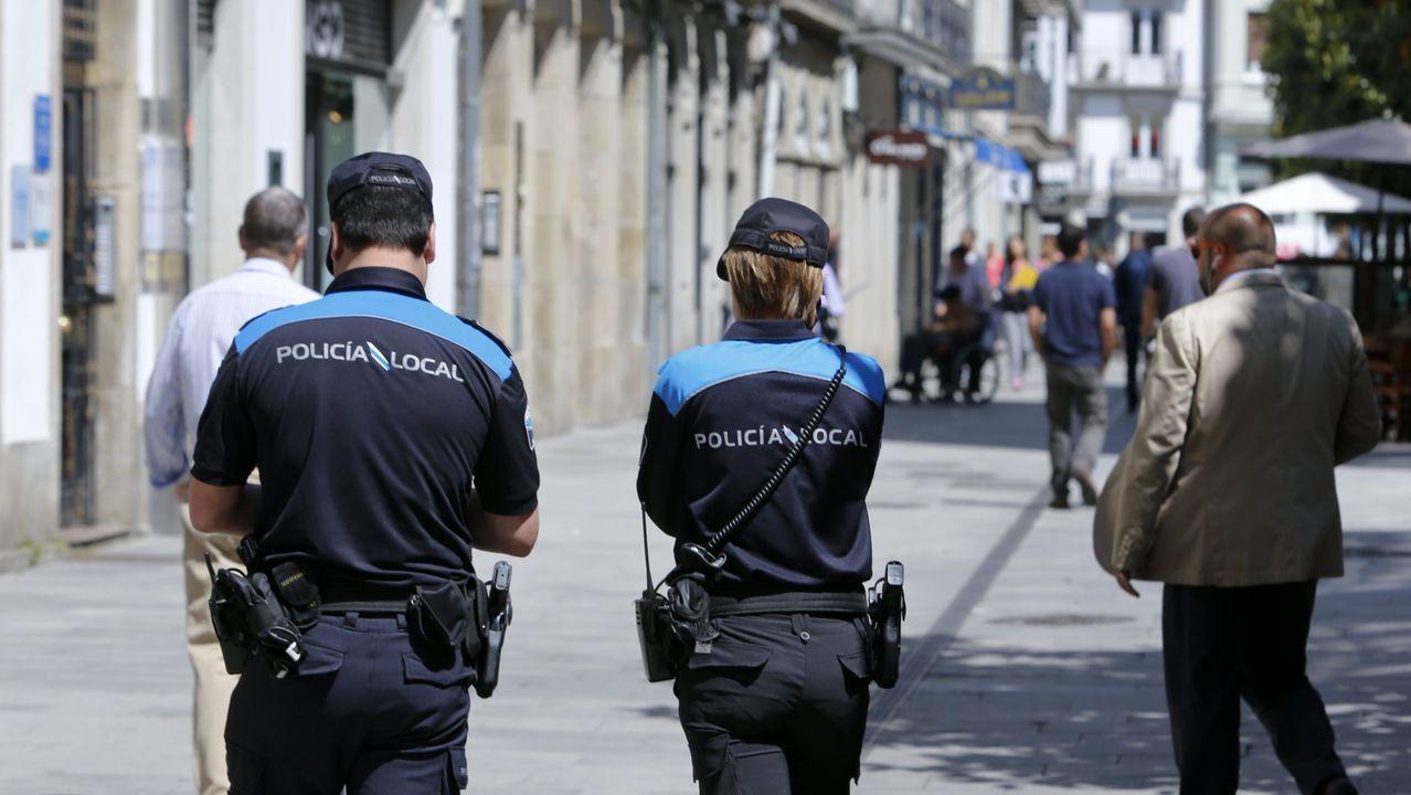 A Policía Local sanciona a 10 persoas por non levar posta a mascarilla no segundo día de uso obrigatorio