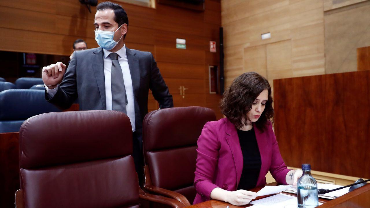 La Comunidad de Madrid se queda a medias en la fase 0,5.Ayuso y Aguado, antes del comienzo de la sesión de control al Ejecutivo regional en la Asamblea de Madrid