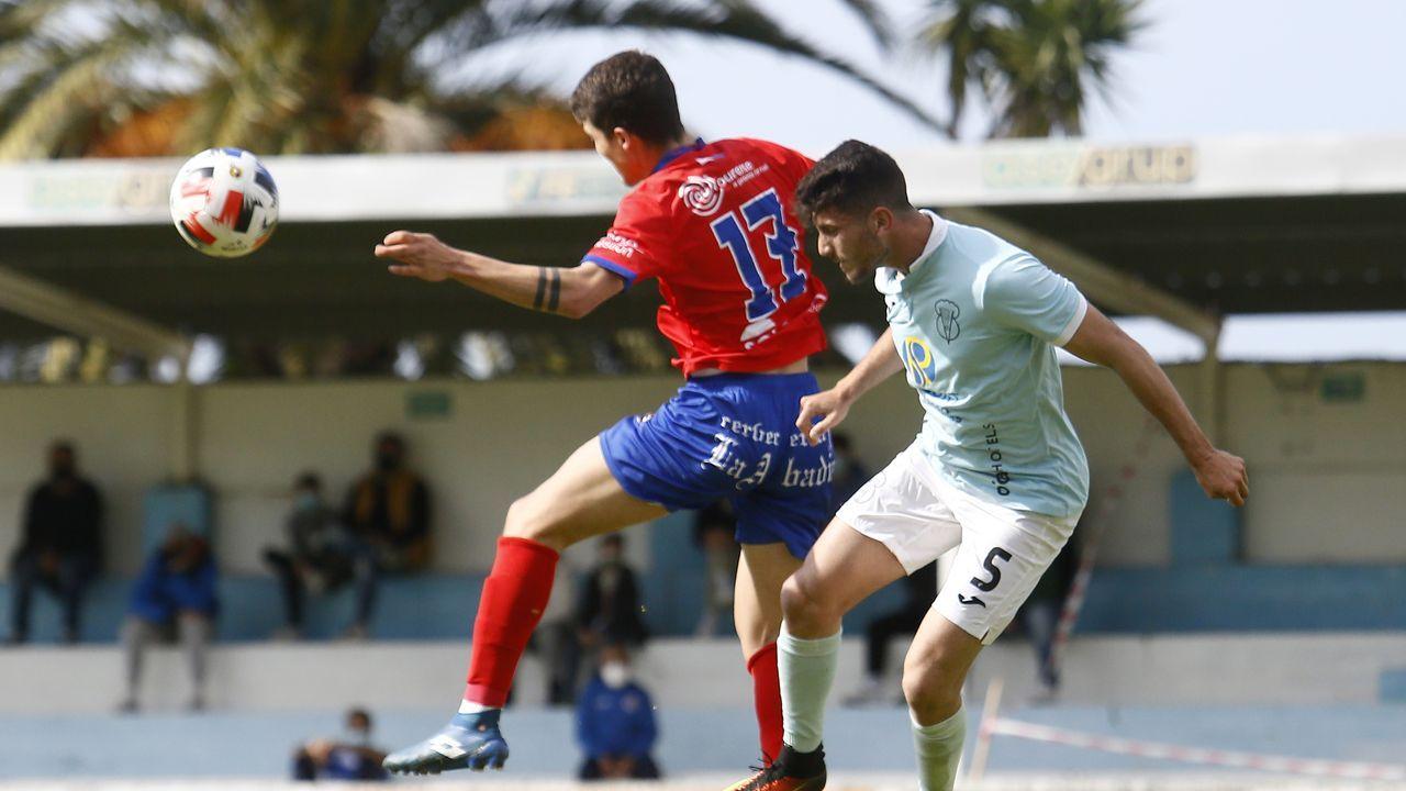 Las imágenes del partido entre el Ribadumia y el Paiosaco-Hierros.Imagen de archivo del último encuentro del CD Barco