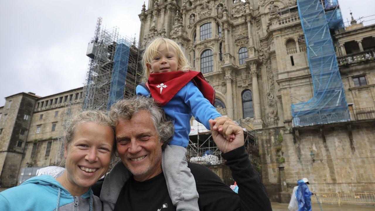 Una pareja peregrina desde Francia con su hijo para bautizarlo en la Catedral.Foto de la peregrina desaparecida cedida por la Guardia Civil