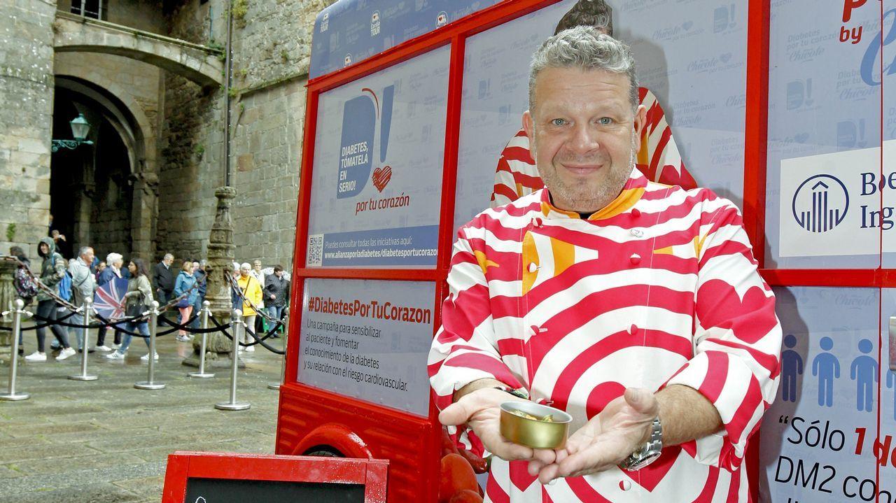 «Cuando llego a Galicia me entran ganas de coger una sartén y un cuchillo».Alberto Chicote ha hecho famosas su «coloridas» camisas.