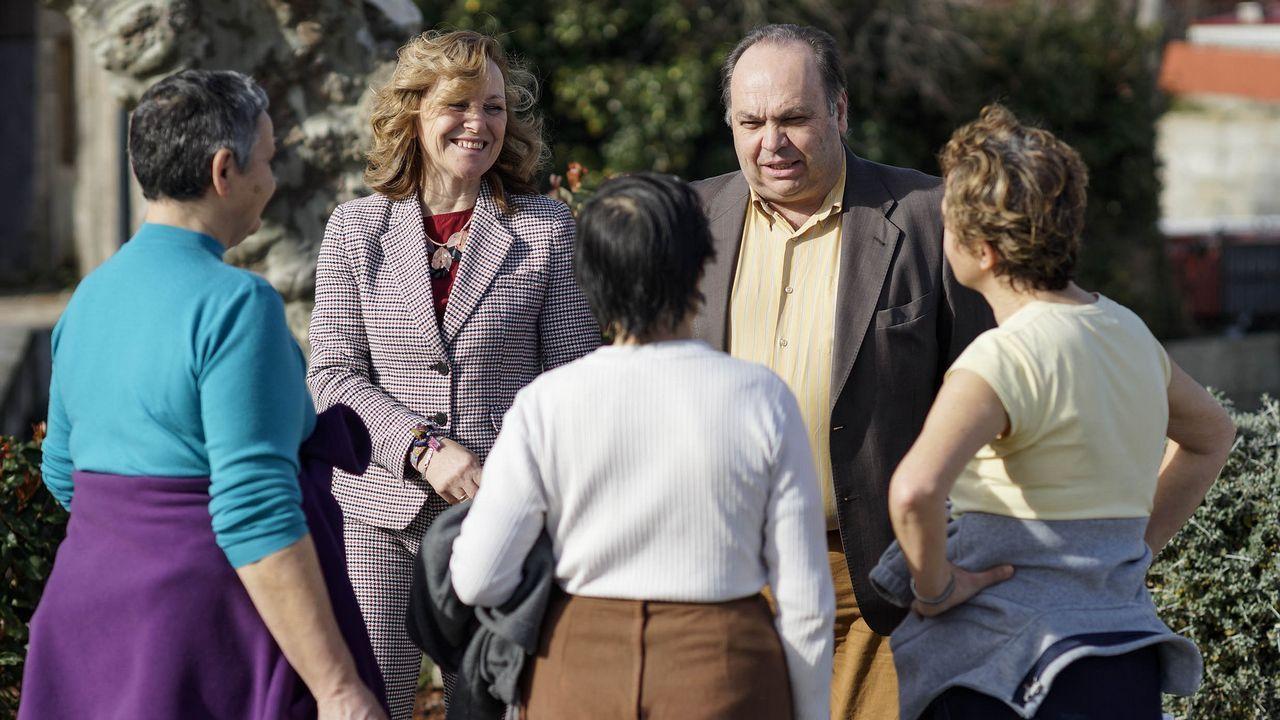 De Francisco y Pardellas charlan con vecinas del concello del que ambos han llevado las riendas