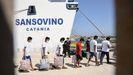 Migrantes embarcando a principios de mes en el ferry Sansovino, para ser trasladados desde el centro de acogida de Lampedusa a Porto Empedocle (Agrigento), en Sicilia