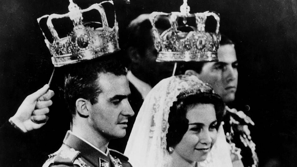 El enlace tuvo lugar el 14 de mayo de 1952 en Atenas, y se celebró por el rito ortodoxo. En la imagen, el momento de las coronas.