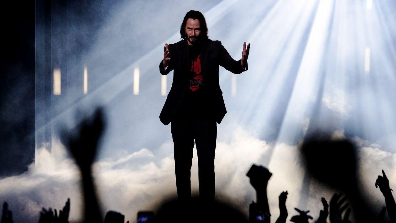 Keanu Reeves enardeció al público asistente al aparecer en el escenario para presentar «Cyberpunk 2077», el juego que protagoniza