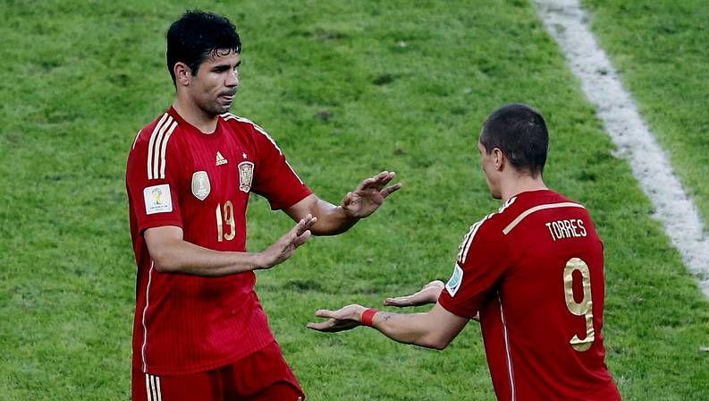 Villa no renuncia a la selección.David Villa remata de tacón un pase de Juanfran para conseguir el primer gol de España ante Australia, el número 59   en la cuenta del máximo goleador de la selección.