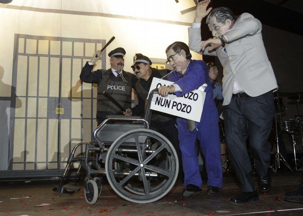 García Seoane se vistió de policía para perseguir a porrazos a los corruptos.