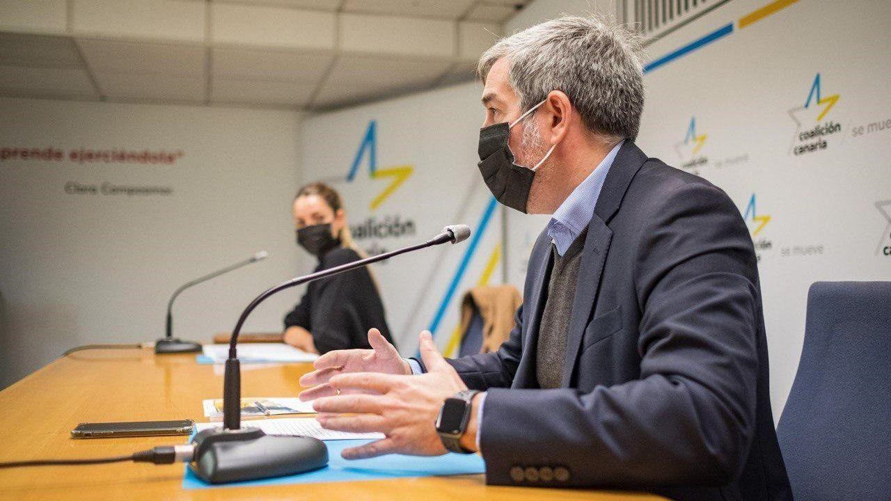 El secretario general de Coalición Canaria, Fernando Clavijo, y la portavoz, María Fernández